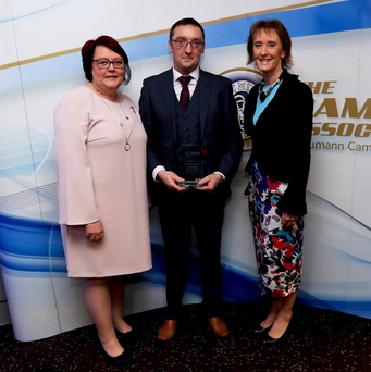 Wicklow/Bray People Sports Editor Brendan Lawrence collecting the Mick Dunne Memorial Award's Local Media Award with Camogie President Catherine Neary and Moira Dunne. Photo: INPHO/Donall Farmer