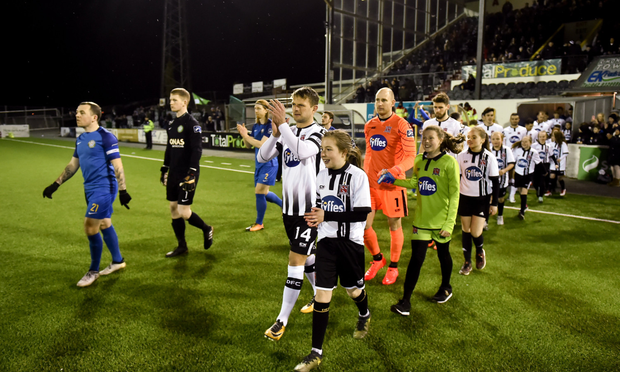 Bray Wanderers and Dundalk take to the field ahead of the opening SSE Airtricity League Premier clash of 2018.