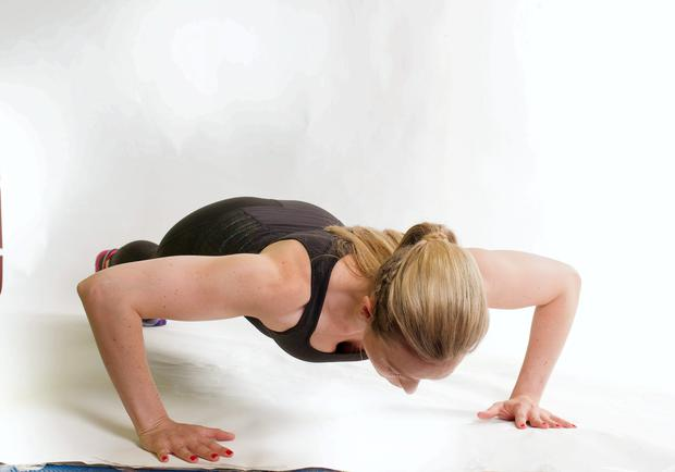 Crossover push-up exercise
