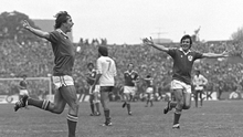 Michael Robinson (l) celebrates with Frank Stapleton after scoring Ireland's third goal against France in the 1982 World Cup qualifier at Lansdowne Road on October 14 1981. Photo: Ray McManus