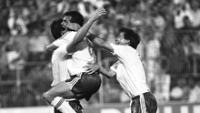 Niall Quinn celebrates with Ray Houghton and Ronnie Whelan after scoring the equalising goal against Holland at Italia 90. Photo: Ray McManus