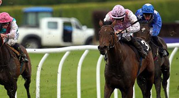 Lilys Angel ridden by Gary Carroll (right) wins the betfred.com Chartwell Fillies Stakes