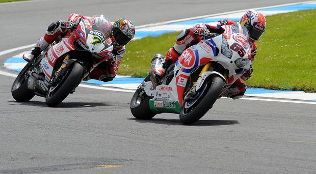 Jonathan Rea, right, continued his impressive start to the season in Aragon