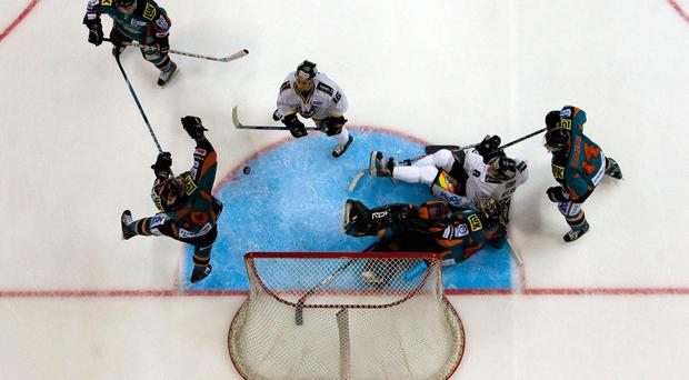 Sheffield Steelers maintained their lead in the Elite League