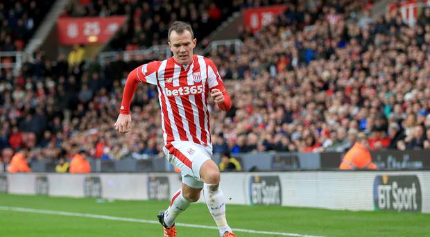 Stoke reject £500k bid from Aston Villa for Ireland's Glenn Whelan - report