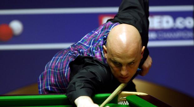 Mark King held off Barry Hawkins in a thrilling final
