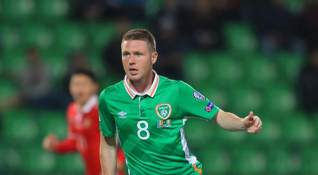 Everton's James McCarthy has been included in the Republic of Ireland squad to face Wales
