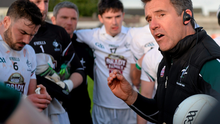 Kildare football manager Jason Ryan addresses his charges who are clearly absorbing some valuable lessons. PIARAS Ó MÍDHEACH / SPORTSFILE