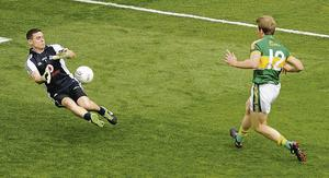 Dublin goalkeeper Stephen Cluxton fails to stop the shot from Donnchadh Walsh, Kerry