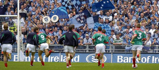 Flashback To 2006 Mayo Players Run Down Warm Up At The Hill 16 End Ahead Of All Ireland Semi Final Which Won