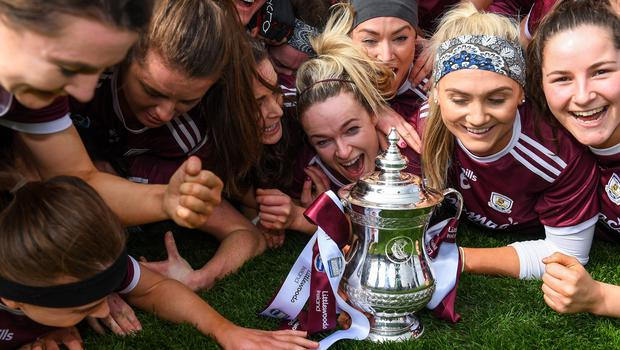Galway players celebrate with the cup after the 2019 Littlewoods Ireland Camogie League Division 1 Final win over Kilkenny. The 2020 final was never held due to the Covid-19 pandemic. Photo by Piaras Ó Mídheach/Sportsfile