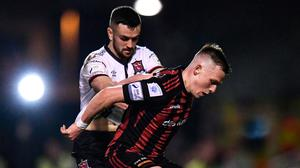 Andy Lyons of Bohemians holds off Dundalk's Michael Duffy during the SSE Airtricity League Premier Division match at Dalymount Park on Friday. Photo: Ben McShane/Sportsfile