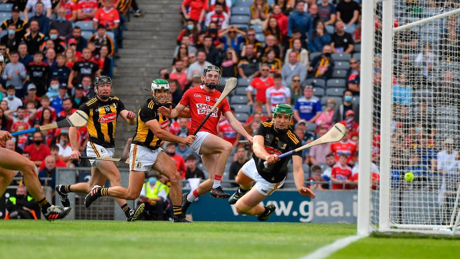 Jack O'Connor of Cork shoots past Kilkenny goalkeeper Eoin Murphy to score the decisive goal in the 10th minute of extra time of the GAA Hurling All-Ireland Senior Championship semi-final. Photo by Ray McManus/Sportsfile