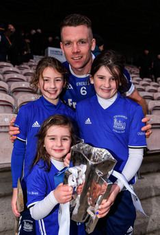 Thurles Sarsfields captain Padraic Maher with Isabelle (8), Larragh (10) and Emma Griffin (5), daughters of the late Jack Griffin, the former selector who died just a week after last year's Tipperary hurling final. Photo: Sportsfile