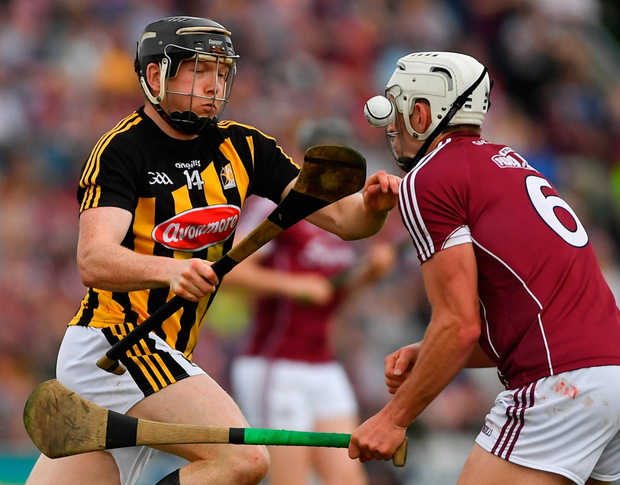 Kilkenny's Walter Walsh takes on Gearóid McInerney in their earlier Leinster championship match. Photo: Piaras Ó Mídheach/Sportsfile