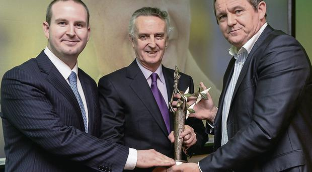 Jim Bolger receives his Hall of Fame award from Declan Carlyle, Managing Director of Independent Newspapers, and The Croke Park Hotel manager Alan Smullen (L)