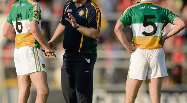7 July 2012; Offaly manager Ollie Baker speaks to his players Rory Hanniffy, left, and Derek Morkan at half-time. GAA Hurling All-Ireland Senior Championship Phase 2, Cork v Offaly, Pairc Ui Chaoimh, Cork. Picture credit: Stephen McCarthy / SPORTSFILE