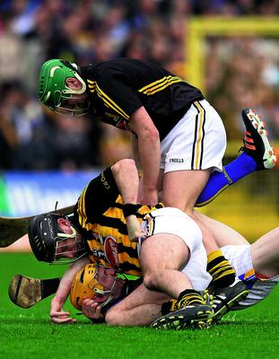 5 May 2013; Kilkenny's JJ Delaney and goalkeeper Eoin Murphy tussle with Lar Corbett, Tipperary, resulting in both Delaney and Corbett being sent off. Allianz Hurling League Division 1 Final, Kilkenny v Tipperary, Nowlan Park, Kilkenny. Picture credit: Stephen McCarthy / SPORTSFILE