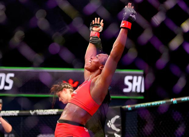 Claressa Shields celebrates her win over Brittney Elkin during the lightweight bout in Ovation Hall at Ocean Casino Resort in Atlantic City, New Jersey last night. Photo: Elsa/Getty Images)