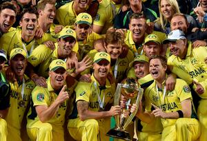 Australia's captain Michael Clarke (C) lifts the winning trophy of 2015 Cricket World Cup after beating New Zealand in the final