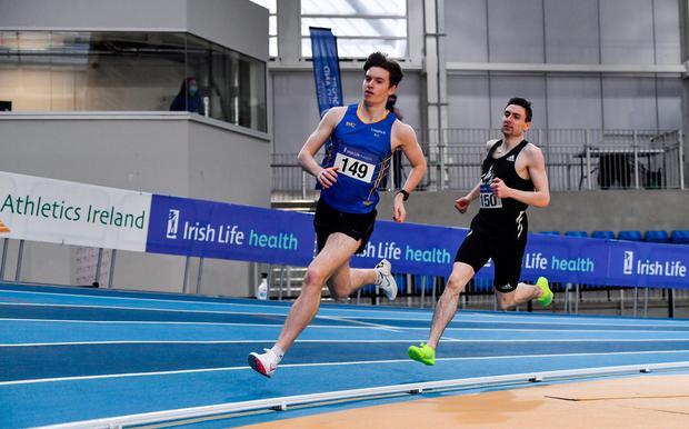Cian McPhillips leads Mark English on the final lap of the men's 800m at Sport Ireland. Photo by Sam Barnes/Sportsfile