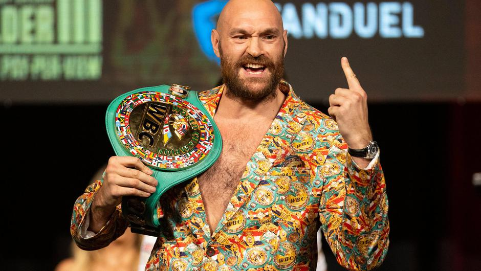 Tyson Fury poses with his world title belt during a news conference in advance of his heavyweight bout against Deontay Wilder in Las Vegas. Photo: Erik Verduzco/Las Vegas Review-Journal via AP