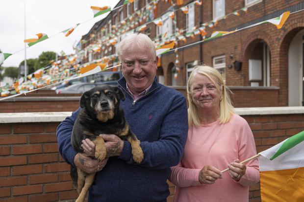 Jimmy and Marie Fox, and their dog Roxy, show their support for Kellie Harrington. Picture: Arthur Carron