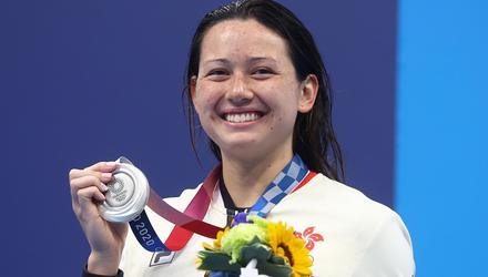 Siobhan Haughey with her silver medal. Photo: Reuters