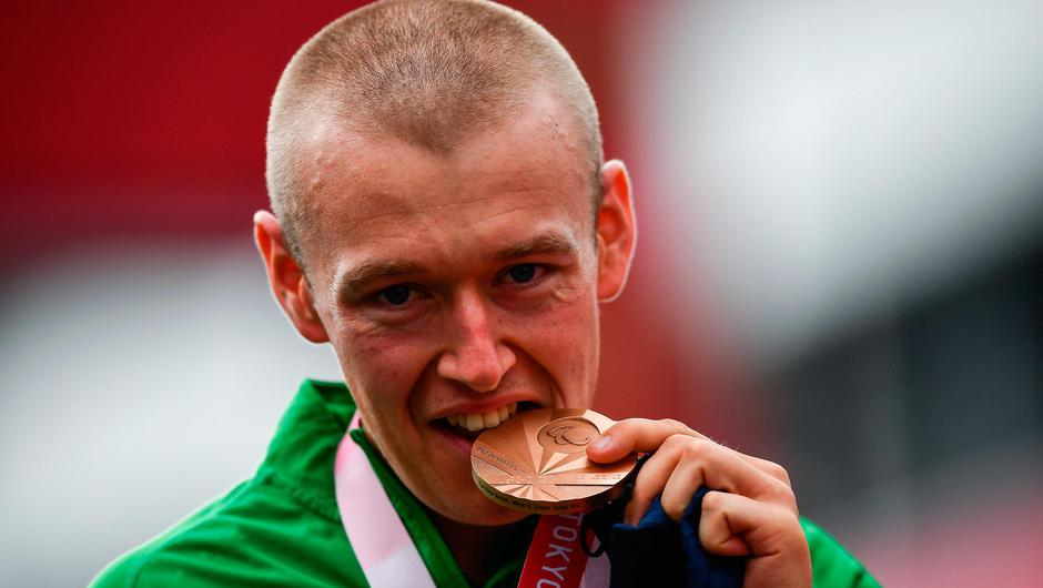 Gary O'Reilly with his bronze medal after competing in the Men's H5 Time Trial at the Fuji International Speedway on day seven during the Tokyo 2020 Paralympic Games in Shizuoka, Japan. Photo: Sportsfile