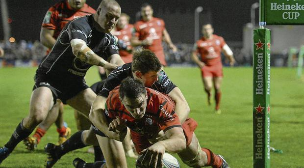 Louis Picamoles scores his side's fourth try