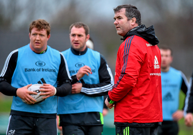 Munster head coach Anthony Foley speaks with his players during squad training ahead of tomorrow's Pro12 clash against Glasgow. Matt Browne / SPORTSFILE