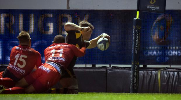 Guy Thompson stretches over to touch down against Toulon (Getty)
