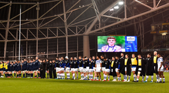 Players and officials from Leinster and Bath observe a minute's silence in honour of Stade Francais' Nicolas Chauvin, who passed away earlier this month. Photo: Seb Daly/Sportsfile