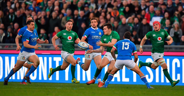 System error: Jacob Stockdale passes to Ireland team-mate Keith Earls (unseen) on a last minute break which resulted in a dropped pass. Photo: Sportsfile