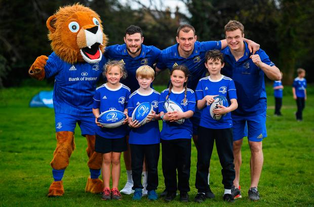 Robbie Henshaw, Rhys Ruddock, Josh Van Der Flier and mascot Leo the Lion along with Kate Gunne (9), Vincent Hoolahan (10), Molly Kearney (8) and Andrew Quinlan (9) launching the Bank of Ireland Leinster Rugby Summer Camps in St Mary's National School, Ranelagh. Visit www. leinsterrugby.ie/ camps for more information. Photo: Sportsfile