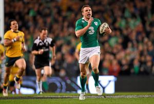 Tommy Bowe, Ireland, runs free for his side's second try of the game