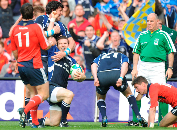 Leinster's Gordon D'Arcy celebrates after scoring a try during the 2009 Heineken Cup semi-fianl while (R) Johnny Sexton gives Munster's Ronan O'Gara an earful at Croke Park. Photo: Sportsfile