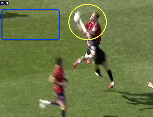 David Strettle tapping the ball back into open space rather than attempting to catch