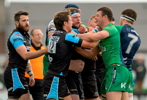 Robbie Henshaw exchanges views with some of the Glasgow team during last weekend's defeat