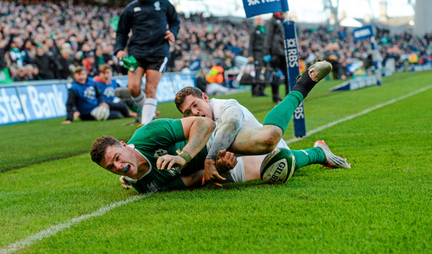 Robbie Henshaw scores a try for Ireland against England. Photo: Sportsfile