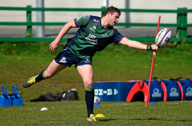 Robbie Henshaw going through his paces at training this week – Connacht fans will be hoping for a big performance tomorrow night in Grenoble (SPORTSFILE)