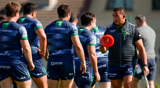 Connacht head coach Pat Lam directs his players during training ahead of their Pro12 clash against Zebre tomorrow SEB DALY/SPORTSFILE