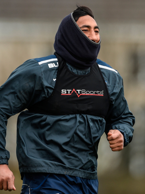 Bundee Aki wraps up against the cold
