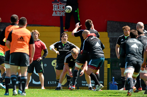 Munster's Eusebio Guinazu throws into a lineout during squad training. Irish Independent Park, Cork. Picture credit: Diarmuid Greene/Sportsfile