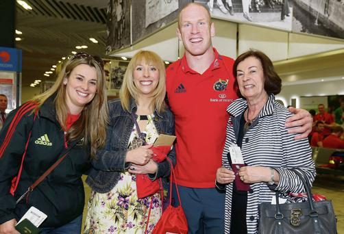 Munster's Paul O'Connell with fans Suzanne Hackett, Evelyn Rafferty and Deirdre Hackett at Shannon Airport yesterday ahead of the Heineken Cup clash in Marseilles