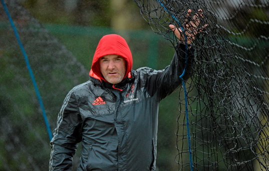 Main: Munster coach Anthony Foley adjusts the netting during training in Cork Institute of Technology, Bishopstown. Photo: Sportsfile