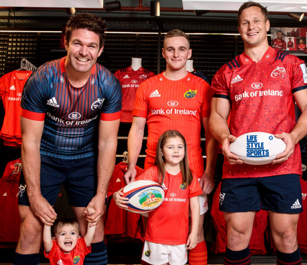Busy week: Billy Holland, Noah Quish (2), Nick McCarthy, Leah Quish (7) and Arno Botha meet at a Life Style Sports event celebrating the charity partnership between Munster Rugby and the Jack and Jill Children's Foundation. Photo: INPHO