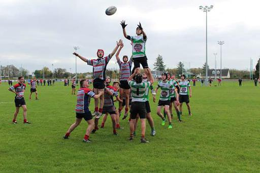 Mullingar and Naas players complete for a lineout