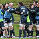 Paul O'Connell and his Munster teammates will bid to see off the Warriors and stay top of the Pro12 table