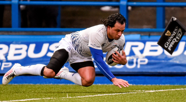 Isa Nacewa runs in to score his side's first try against Cardiff.